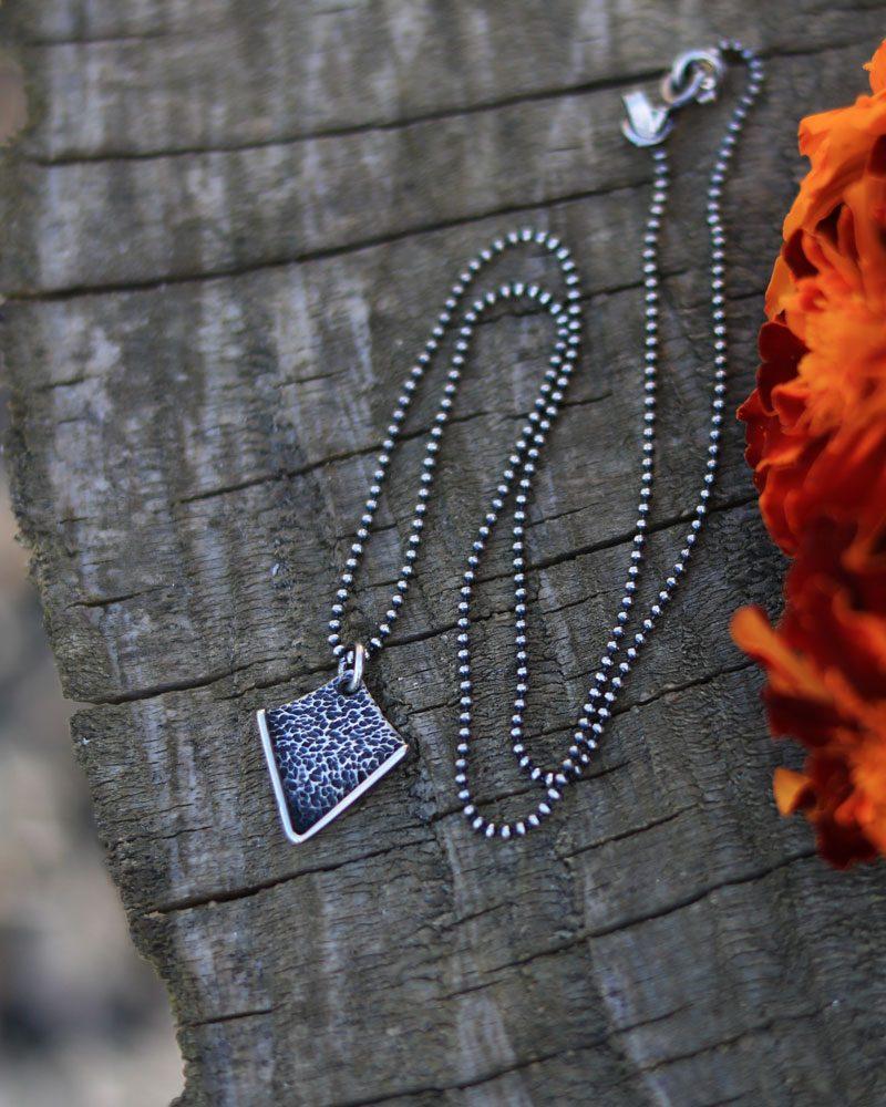arrows-textured.necklace